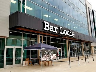 Bar Louie restaurant