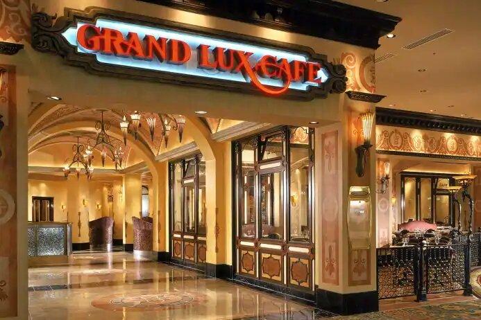 Grand Lux Cafe restaurant