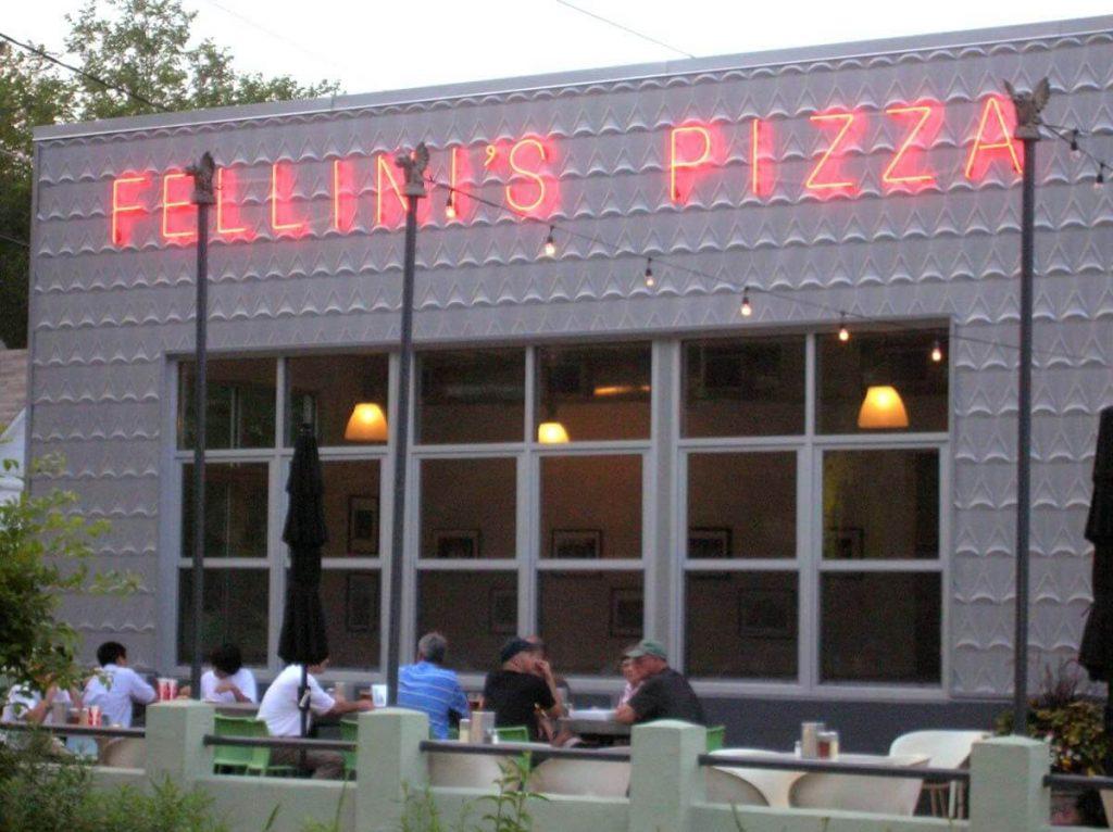 Fellini's Pizza store
