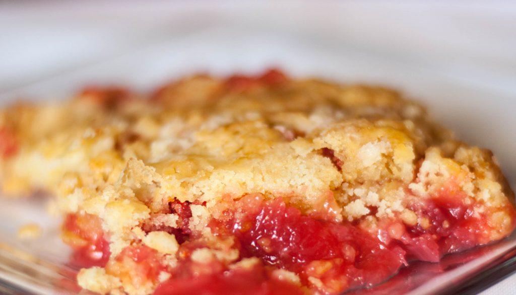 Strawberry Rhubarb Dump Cake